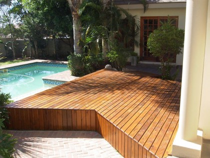Wooden Deck: Swimming Pool